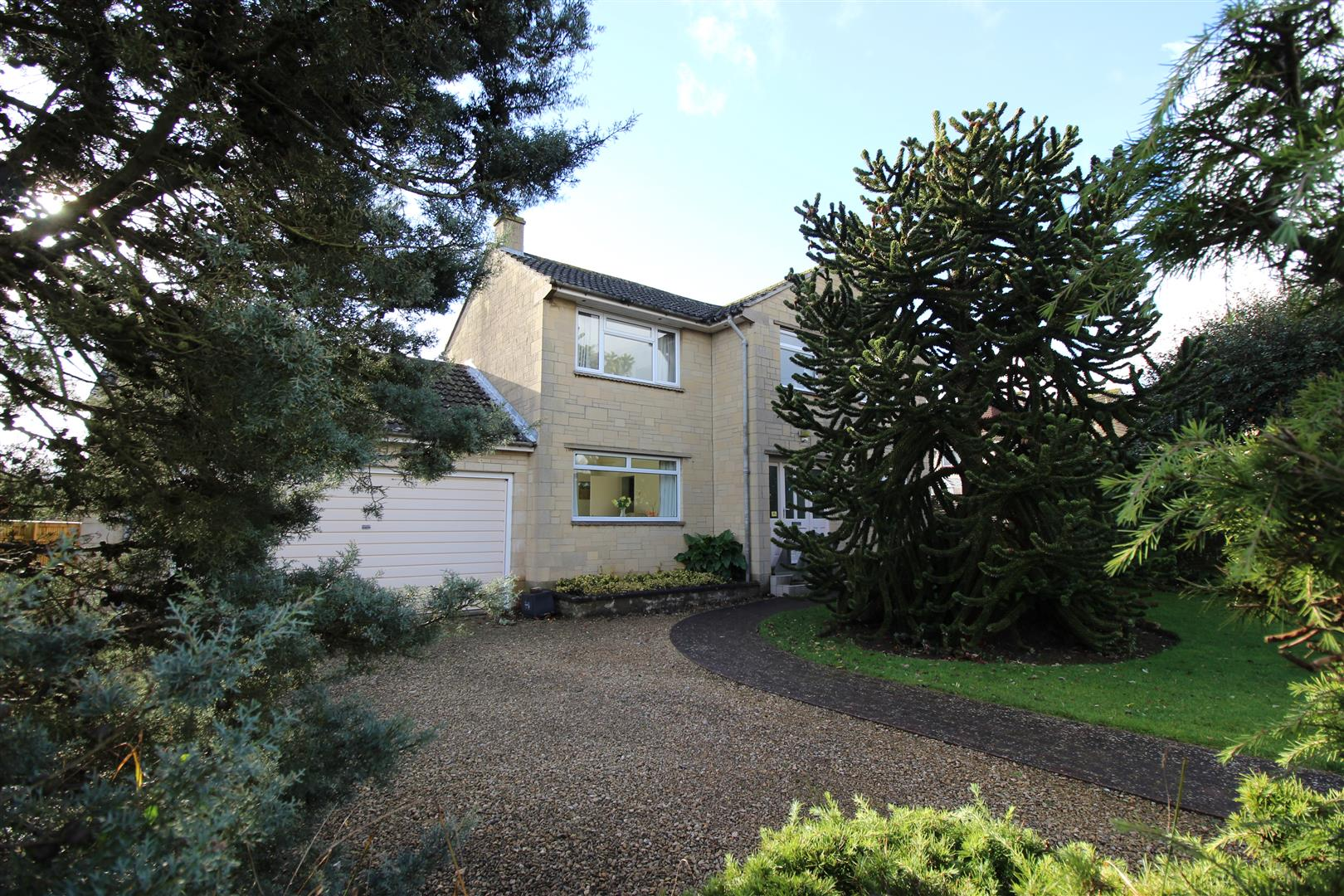 4 Bedrooms Detached House for sale in The Tinings, Chippenham